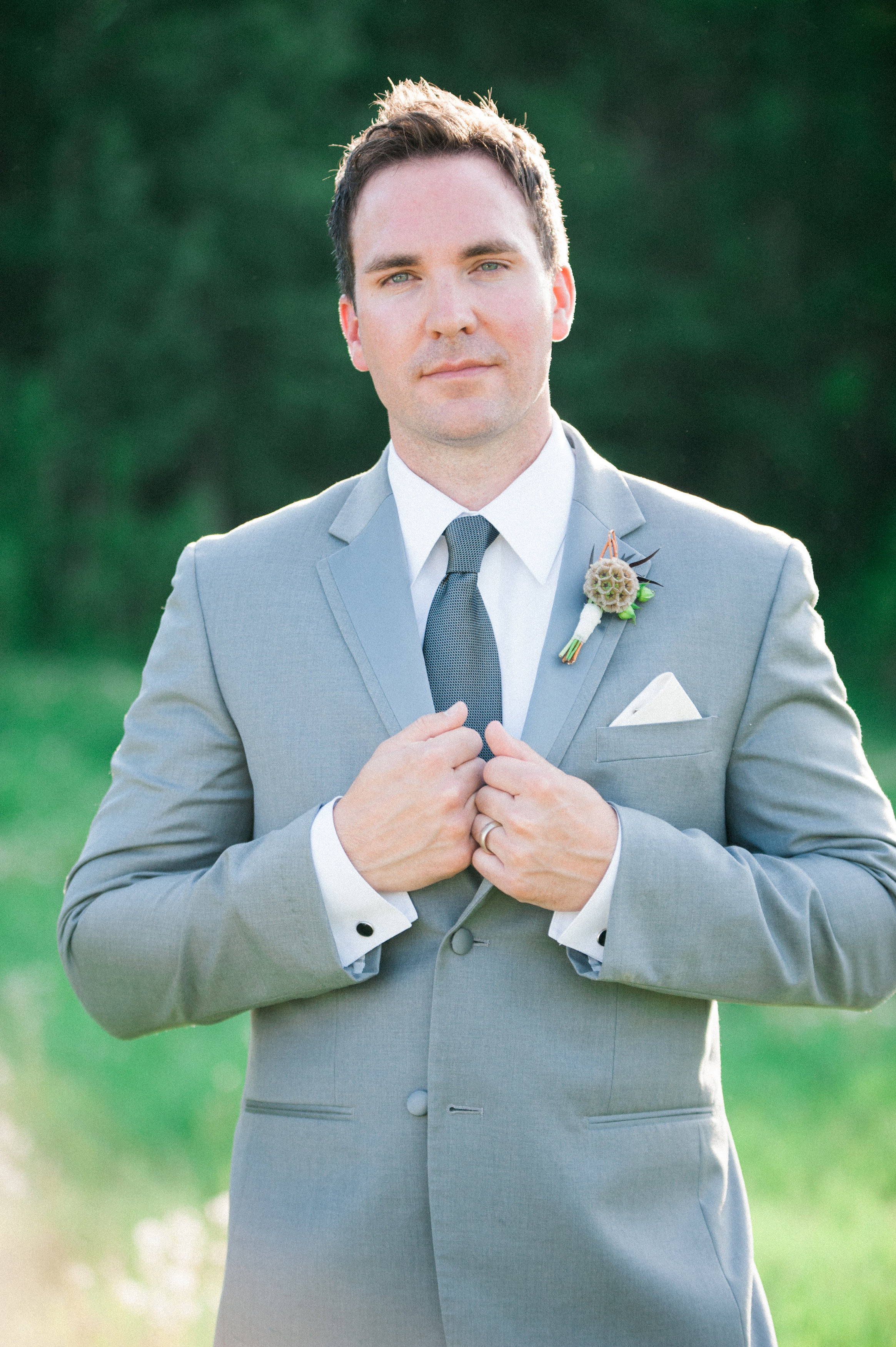 How to pin on boutonnières and corsages | Calyx Floral Design